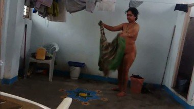 Indian home made mms clip of village aunty removed dress front of cam