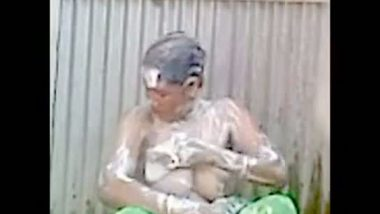 Bangladeshi mature aunty outdoor bath