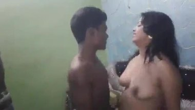 Indian village sex video of a topless dancer