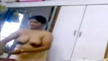 Big boobs of marathi aunty caught on camera