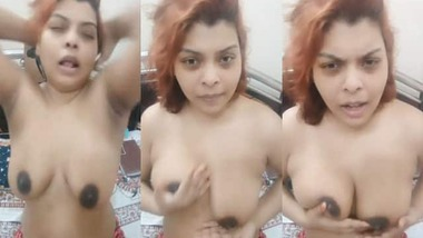 Naughty Indian girl's sexy boobs show on cam