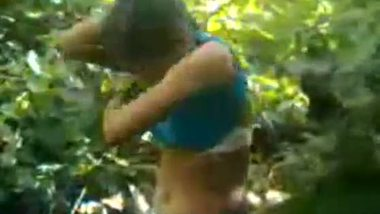 Slim desi girl enjoys outdoor sex with her boyfriend