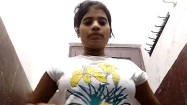 Desi girl showing