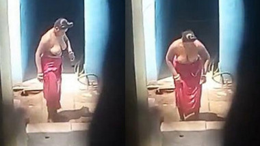Big boobs village bhabhi topless bathing caught by hidden cam