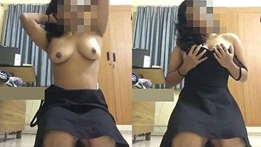 Sexxy desi chick records a seductive clip for BF